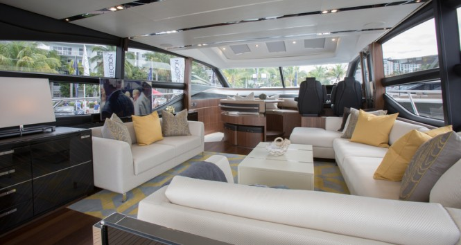 Luxury yacht S72 - Saloon