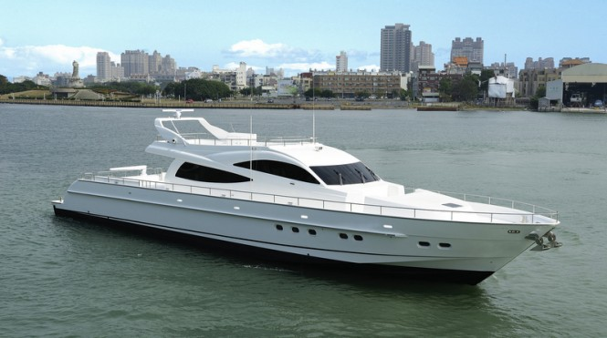Luxury motor yacht D105 by Dyna Craft