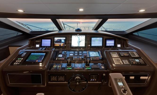 Motor yacht Mangusta 110 - Wheelhouse