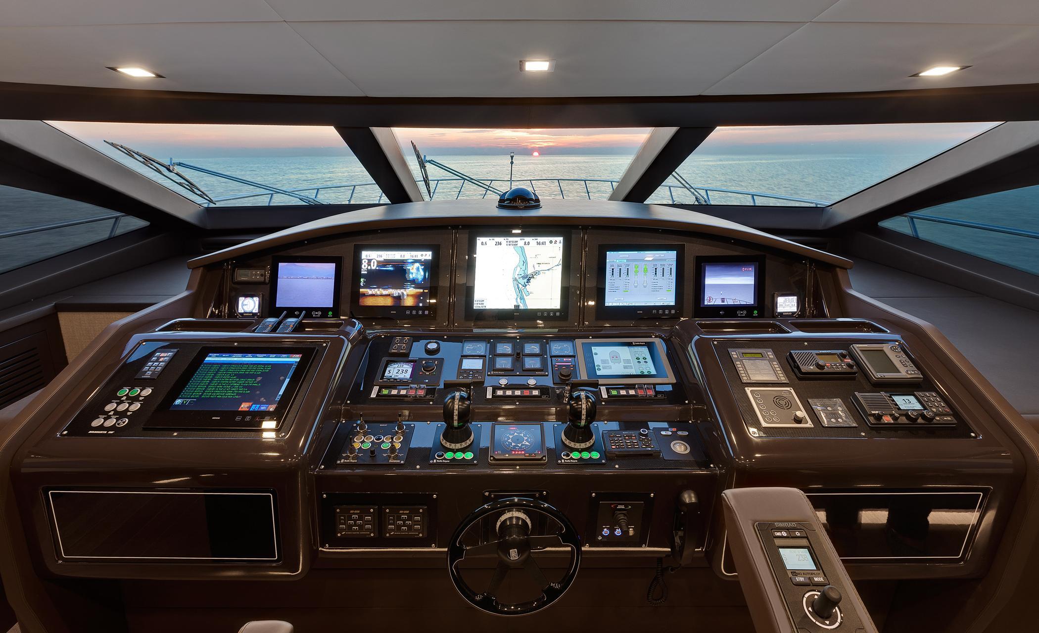 Motor yacht Mangusta 110