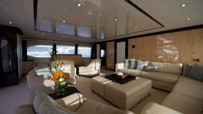 Sea Raider V superyacht - Saloon