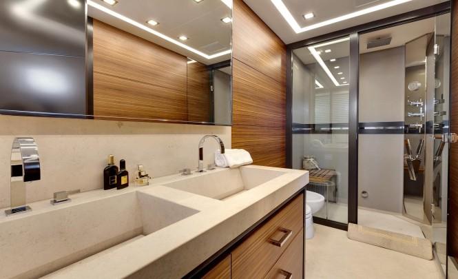Superyacht Mangusta 110 - Bathroom