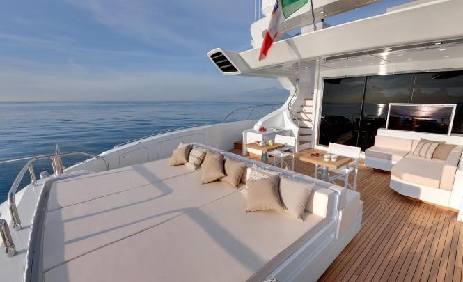 Superyacht Mangusta 110 - Exterior