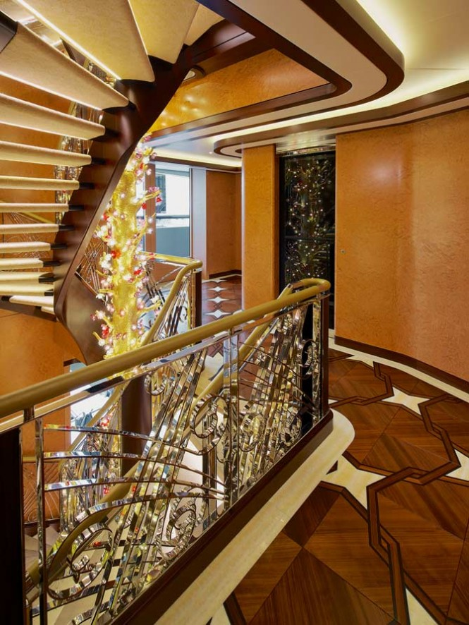 Superyacht SOLANDGE - Tree of Life