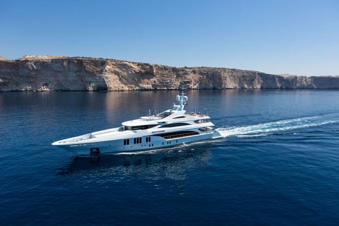Benetti superyacht Ocean Paradise running