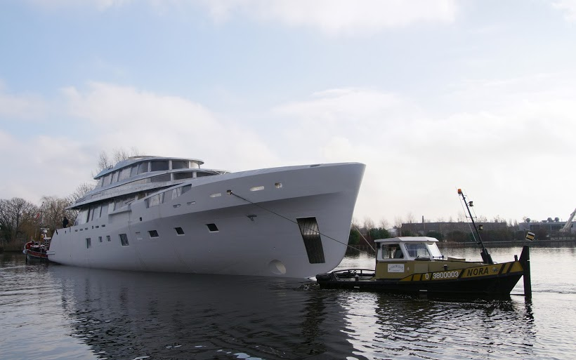 Dubois and Feadship yacht hull 689 - Photo by Kees Torn