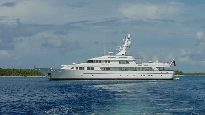 Feadship Yacht Gravitas (ex Batered Bull)