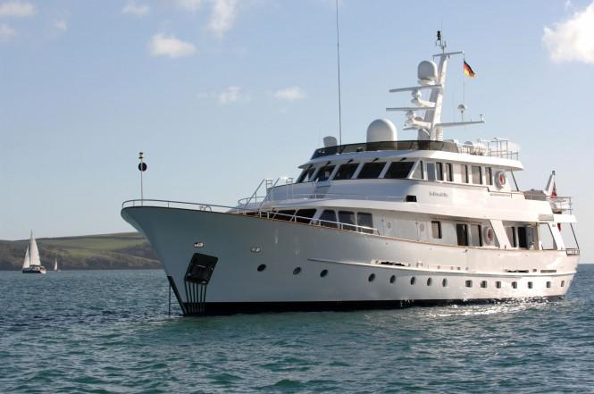 Hakvoort 103 La Reina del Mar 31.40m - Image courtesy of Palma Superyacht Show