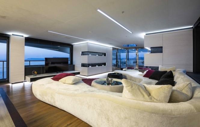 Ocean Paradise superyacht - Main Saloon