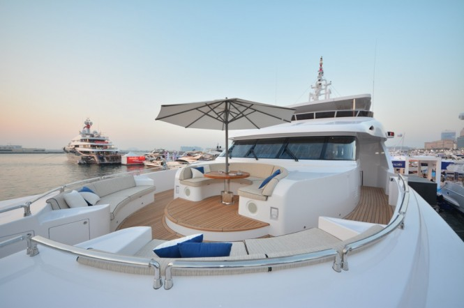 Picturesque bow photo of the Majesty 135 Yacht