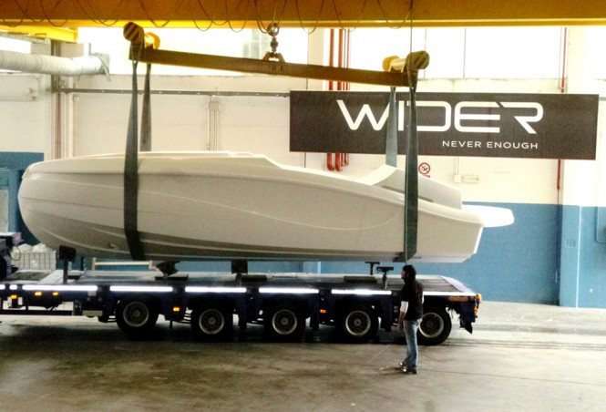 Arrival of WIDER 32 yacht tender hull
