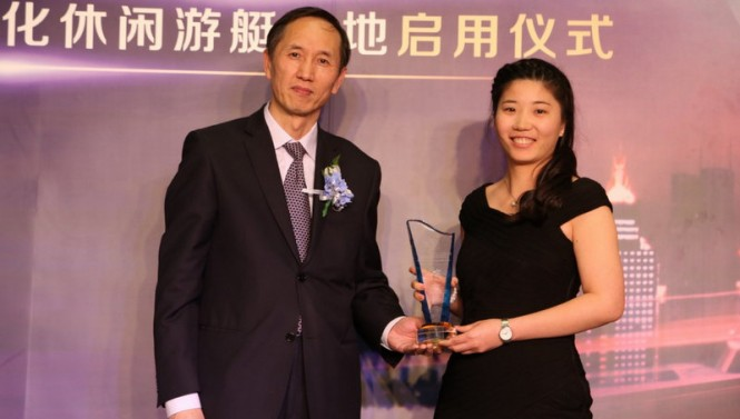 Chairman Wang with the coveted award of 'Personality of the Year'