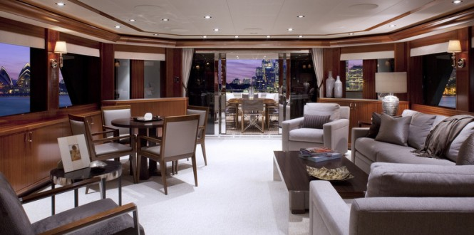 Luxury yacht Westport 130 - Saloon