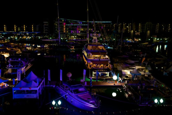Singapore Yacht Show 2014 by night