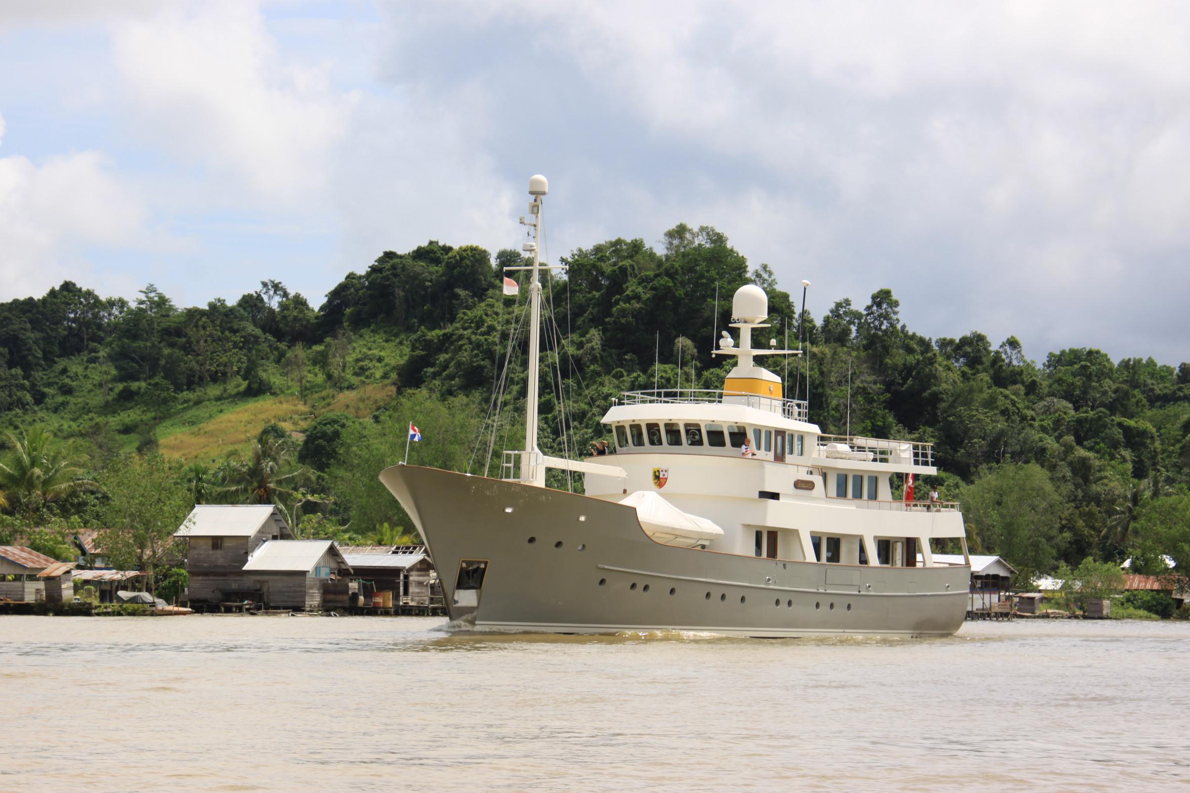 Luxury superyacht keyla interior by hot lab luxury yacht charter - Zeepaard Yacht Ex Axantha I In Borneo Indonesia Copyrights Zeepaard