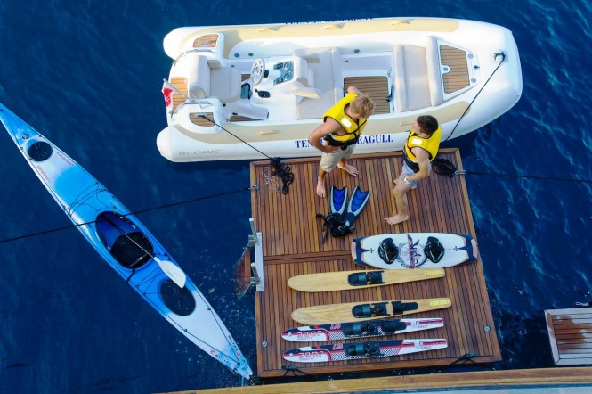 Classic Motor Yacht SEAGULL II - Watersport Toys