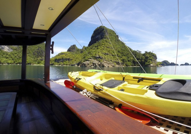 Dunia Baru Yacht - Kayaking