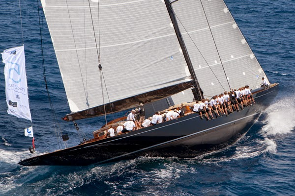 Luxury superyacht Lionheart under sail - Photo by clairematches.com