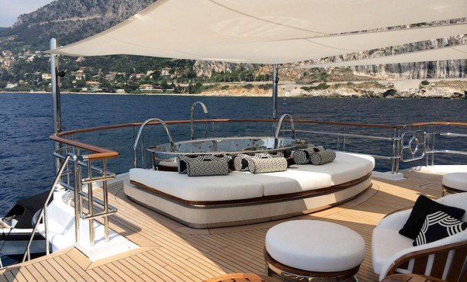 Luxury yacht Lady Christina - a new stainless steel Spa Pool
