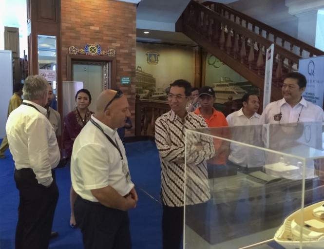 Mr. Notis Menelaou (left), Sales Manager of Gulf Craft with guest of honor, Mr. Heru Budi Hartono (middle), Mayor of North Jakarta