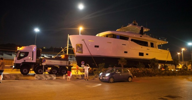 Night transport of CdM Nauta Air 86 superyacht YOLO