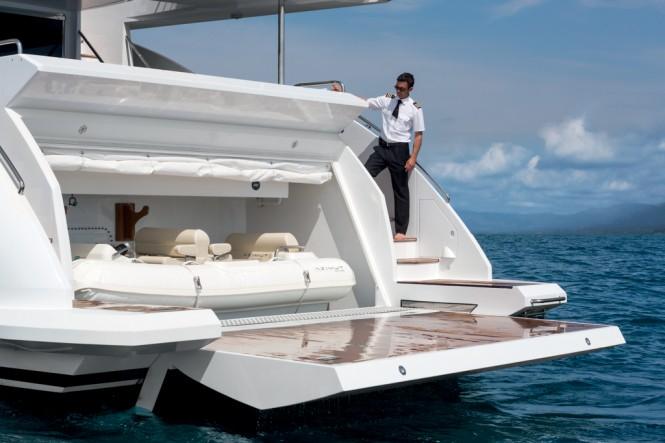 Azimut Grande 95RPH Yacht - Garage