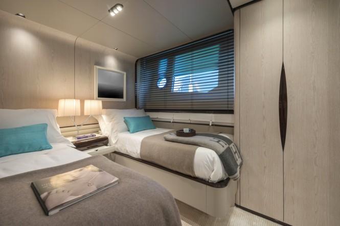 Azimut Grande 95RPH yacht - guest cabin