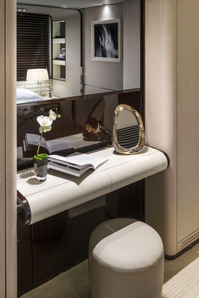 Azimut Grande 95RPH yacht - vanity VIP cabin