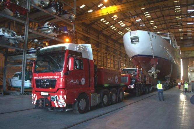 Departure of 65m classic mega yacht Shemara from Trafalgar Wharf