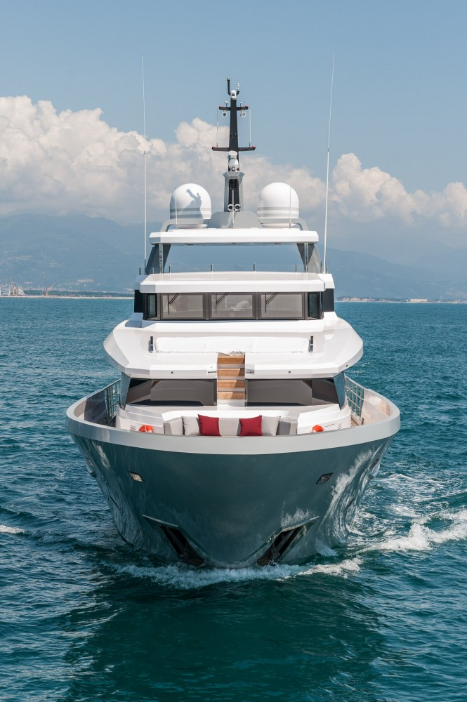 Luxury motor yacht FOAM