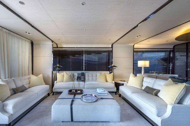 Luxury yacht Azimut Grande 95RPH salon