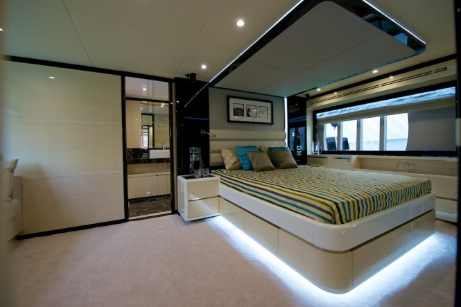 Luxury yacht Gulf 75 Exp - Owners Stateroom