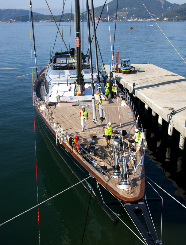 Luxury yacht Perseus 3 - Mast stepping
