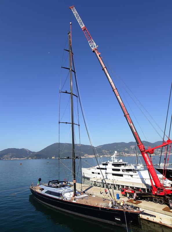 Mast stepping aboard Perini Navi sailing yacht PERSEUS³