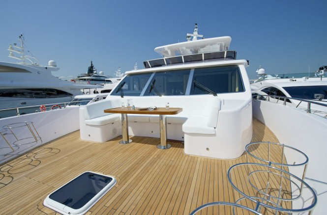 Motor yacht Gulf 75 Exp - Bow Seating Area