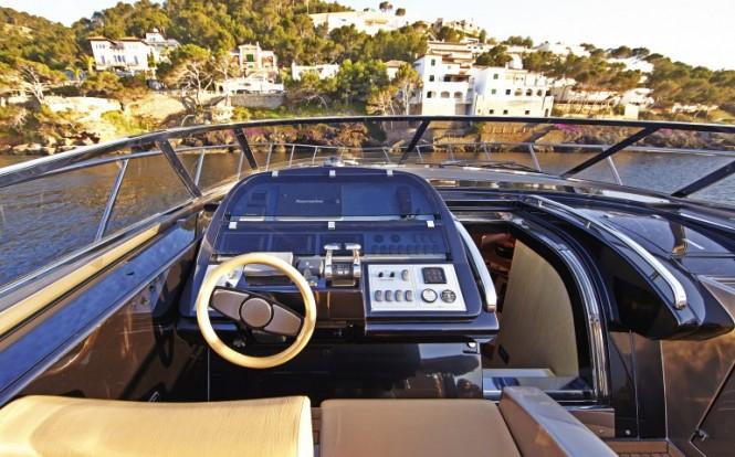 Riva Rivale yacht SAKURA - Image credit to easyboats.com