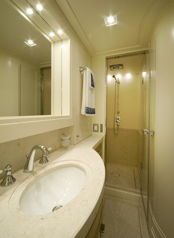 Sanlorenzo SD92 yacht ONE MY WAY - bathroom
