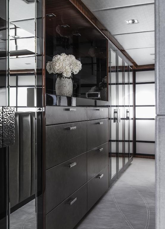 TURQUOISE yacht - Master Cabin Dresser