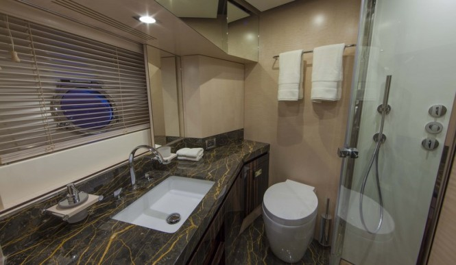 Azimut 84 US Version Yacht - Bathroom