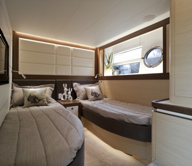 Horizon V80 luxury yacht The One - Twin Cabin