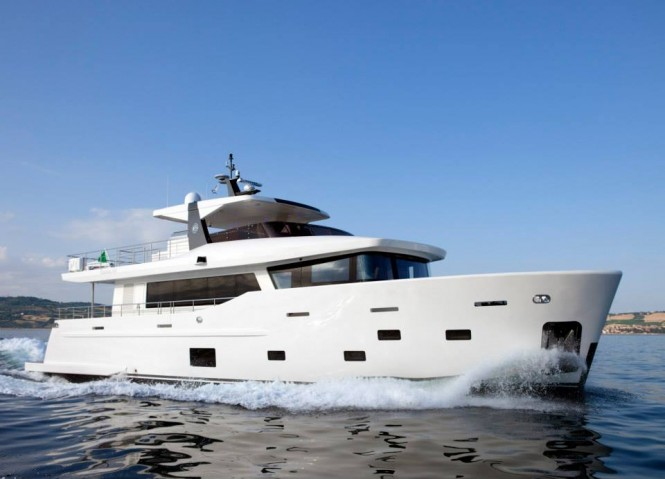 Luxury motor yacht YOLO - side view - Photo by Maurizio Paradisi