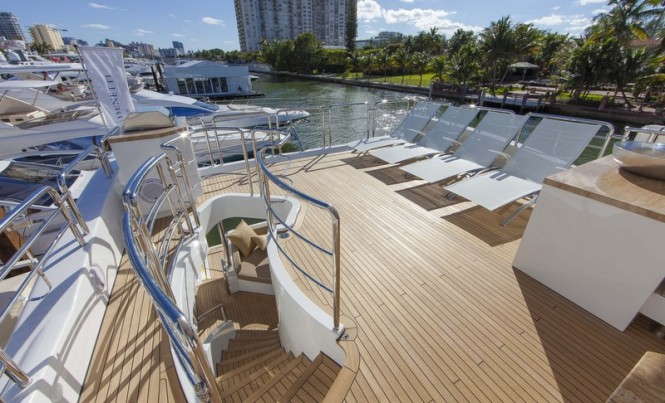 Luxury yacht Azimut 84 US Version - Exterior