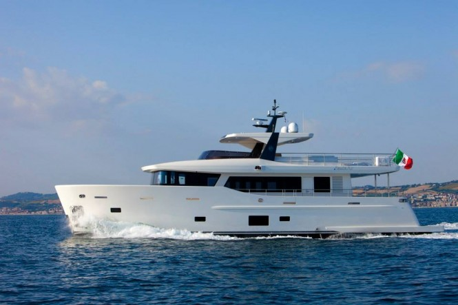 Luxury yacht YOLO - side view - Photo by Maurizio Paradisi
