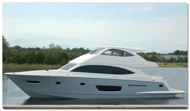 New motor yacht Viking 75 on the water