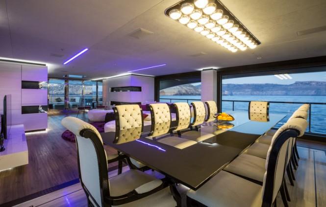 Ocean Paradise yacht - Dining