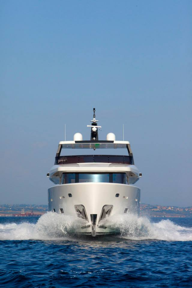 YOLO Yacht - front view - Photo by Maurizio Paradisi