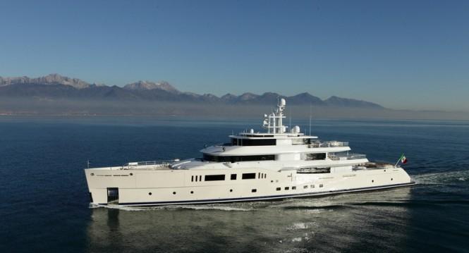 73m Vitruvius mega yacht Grace E underway