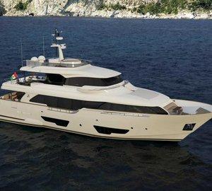 New Ferretti Custom Line motor yacht Navetta 28