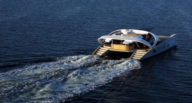 Luxury yacht AIR 77 - aft view