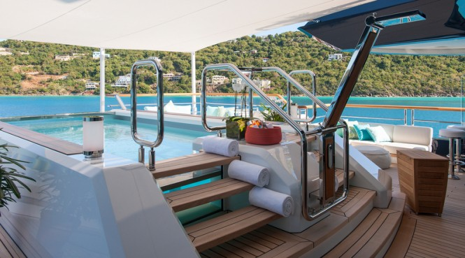 Luxury yacht Solandge - Pool bridge deck - Photo by Klaus Jordan